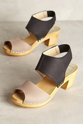 Nina Z Oath Clogs Black