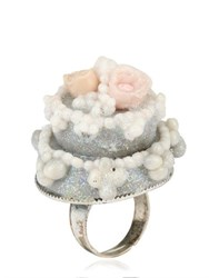Les Delices De Rose Wedding Cake Ring