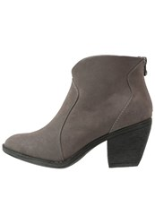 Blowfish Schloss Ankle Boots Grey