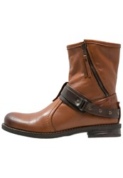 Buffalo Boots Garda Brandy Brown