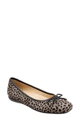 Trotters Women's 'Sante' Flat Grey Cheetah Leather