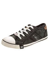 Mustang Trainers Black