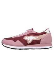 Kangaroos Invader Basic Trainers Dark Powder Maroon Rose