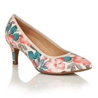 Naturalizer Oath Court Shoes Cream