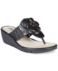 Cliffs By White Mountain Summerland Flower Thong Flat Sandals Women's Shoes Black