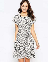 Closet Tie Back Dress In Butterfly Print Black White