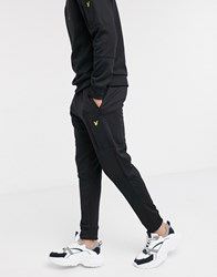 Lyle And Scott Skinny Pocket Joggers In Black