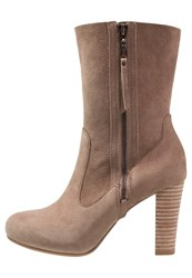 Ugg Athena High Heeled Ankle Boots Carm Light Brown