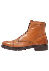 Vagabond Edward Laceup Boots Saddle Brown