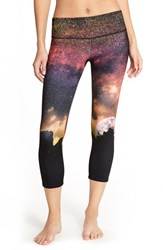 Women's Onzie Graphic Print Capri Leggings Night Falls