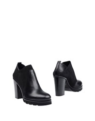 Keb Booties Black