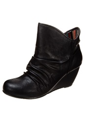 Blowfish Billit Wedge Boots Black