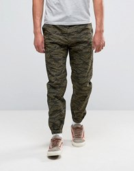 Carhartt Wip Marshall Chino Joggers In Camo Green