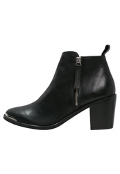 Gardenia Ankle Boots Black