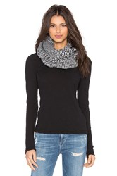 Plush Fleece Lined Herringbone Snap Scarf Black And White