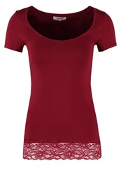 Zalando Essentials Basic Tshirt Dark Red