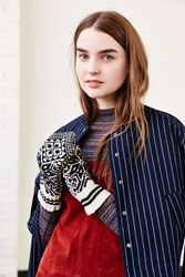 Urban Outfitters Pointy Arctic Mitten Black And White