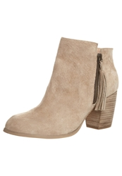 Pier One Boots Natural Beige