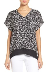 Women's Chaus Giraffe Print V Neck Top