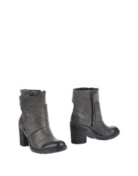 Luca Stefani Ankle Boots Lead