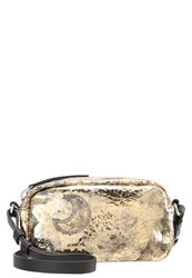 Mcq By Alexander Mcqueen Addicted Across Body Bag Gold