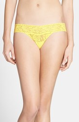 Petite Women's Hanky Panky 'Signature Lace' Low Rise Thong Yellow Limoncello