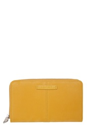 Esprit Wallet Soap Yellow