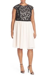 Plus Size Women's London Times Lace And Chiffon Party Dress