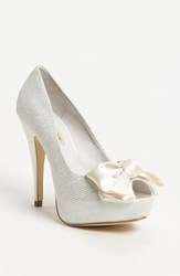 Menbur Women's Bow Pump Ivory