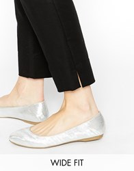 New Look Wide Fit Jetting Holographic Flat Shoes Silver