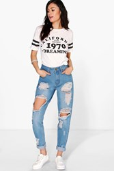 Boohoo High Wst Light Wash Distress Mom Jeans Blue
