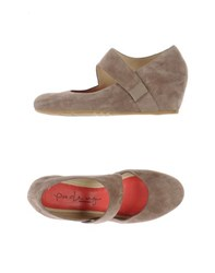 Pas De Rouge Footwear Courts Women