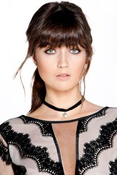 Boohoo Velvet Choker With Heart Pendant Black