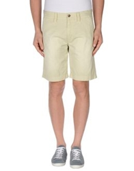 Closed Bermudas Light Green