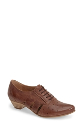 Fidji 'Vo92' Perforated Leather Pump Women Brown
