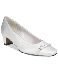 Easy Street Shoes Venture Pumps Women's Silver Satin