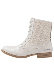 Mustang Laceup Boots Ice White