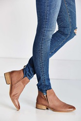 Dolce Vita Tessey Ankle Boot Taupe