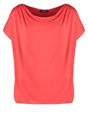 More And More Basic Tshirt Red Kiss