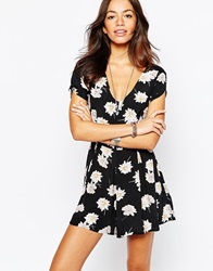 New Look Daisy Print Playsuit Blackpattern