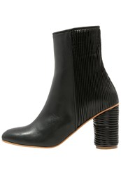 Won Hundred Keri Boots Black