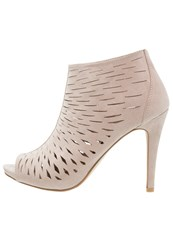Madden Girl Rockella High Heeled Ankle Boots Taupe