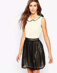 Iska Two Colour Dress With Rounded Collar Black