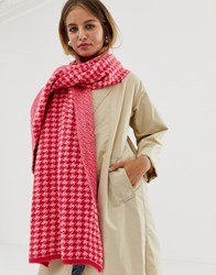 New Look Dogtooth Scarf In Pink Pattern Pink Pattern