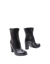 Alternativa Ankle Boots Black