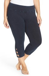 Plus Size Women's Hard Tail Cutout Capri Leggings