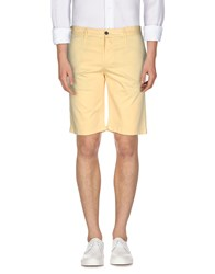 Alviero Martini 1A Classe Trousers Bermuda Shorts Men Yellow