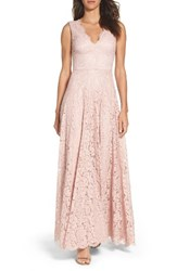 Vera Wang Women's Scalloped Lace Gown
