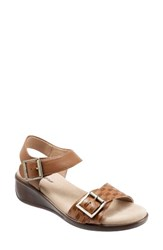 Trotters Women's Eden Wedge Sandal Cognac Leather