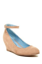 Chinese Laundry Abstract Hidden Wedge Pump Beige
